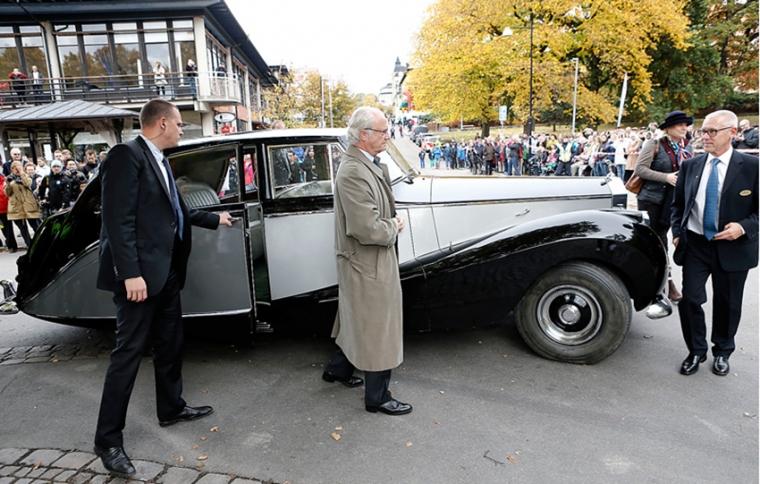 Invigning av Motalabron med kungen i Rolls-Royce