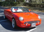 2005 Thunderbird lackerad i Ferrari Red.