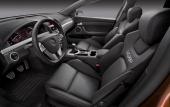 Pontiac inbjuder racerförare med djupt skålade stolar i en dystert grå inredning. Men kör man GXP så hinner man kanske inte reagera på att man sitter som i en askkopp!