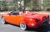 Bakskärmarna är exakta kopior från 1957 Thunderbird. Bilen har försetts med specialtillverkade fender skirts.