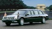 Idag när även lyxbilar säljs utan vita däcksidor, så har i varje fall Amerikas president den goda smaken att färdas i en bil med snygga däck! Tänk om stötfångarna hade varit kromade också!