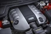 V8-motorn på 6,0 liter är till utseendet snarlik den större 6,2 liters maskinen.