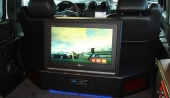 I en fullvuxen bil får man också plats med en fullvuxen TV-apparat.