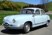 1957 Panhard Dyna 54 gavs en brödlimpeliknande design för minsta luftmotstånd.