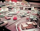 Serietillverkade 1955 års modeller. I förgrunden den 50 miljonte bilen av märket Chevrolet!
