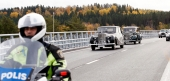 Snygg kortege med Rolls-Royce på Motalabron.