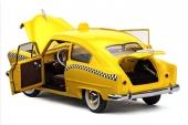 Modellen har öppningsbara dörrar, motorhuv och baklucka.