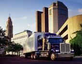Ibland behövs även varutransporter i stadskärnorna. Här ser vi en viktig leverans, transporterad av en underbar Western Star!