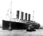 Fartyget Lusitania som sänktes av en torped från en tysk ubåt under Första världskriget. Det var ju innan Nash tog över verksamheten, men torde psykologiskt ha påverkat historien som sådan.