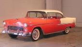 En mycket populär färgkombination på 1955 Chevrolet var Gypsy Red och Shoreline Beige.