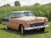 Grillen på 1955 års Chevrolet är formgiven personligen av den store Mästaren Harley J. Earl. Inspirationen kom från Ferrari.