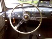 Treekrad ratt och för tiden normal utformning av instrument.