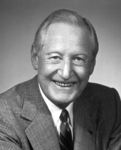 Den legendariske Harlow H. Curtice som först gjorde Buick till ett framgångsmärke och sedan blev högste chef för General Motors. Med djärvhet och klarsynthet gav han klartecknet att Corvette skulle skapas.