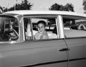 Bilden är från 1957 och föraren är den då 10-årige Mitt Romney. Bilen? En 1957 Nash förstås!