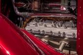 Nej, inte alls! Ingen äkta Packard V12:a här inte. Istället valde man en 292 cu.in. Lincoln V12 sidventilsmotor.