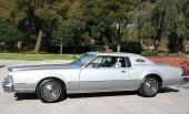 1974 Lincoln Continental Mark IV med sin glamourösa utstrålning!