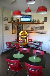 Cafédelen där modernt och gammalt möts för en optimal upplevelse.