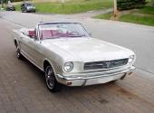 Ford Mustang fyller 50 år och uppmärksammas på Elmia. Här en Convertible.