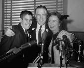 Mitt Romney som tonåring tillsammans med far George och mor Lenore.