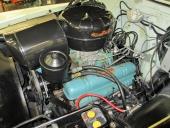 Den berömda V8-motorn på 322 cu.in. med sina karaktäristiska ventilkåpor.