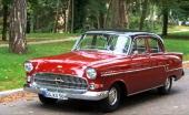 Kapitän L kom under kalenderåret 1957 och känns lättast igen med Opel-emblemet nedflyttat i grillen och en förgylld krona på emblemets tidigare plats.