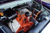 Hemi-V8 på 315 cu.in. var standardmotorn.