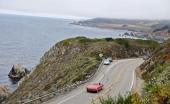 DeSoto Adventurer II har flera gånger körts i rally i modern tid. Här på väg 1 med Stilla Havet på ena sidan och bergsmassiv på den andra.