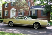 1978 Lincoln Continental Mark V. En del av bilarna är till salu och kan köpas via www.americanmotors-cars.com