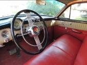 Prydlig inredning i denna Super Estate Wagon. Notera den snygga utformningen av dörrens insida i svart, beige och rött. Det syns hur formgivarna verkligen har arbetat med detaljerna.