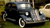 1935 Nash 400 4dr Sedan, som ansågs alltför modern och sänkte försäljningen.