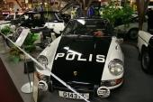 Ja, det är faktiskt sant! Polisen hade både Saab 95 och Porsche 911 för att jaga bovar, men vid denna tid dominerade naturligtvis Volvo Amazon på landsvägarna medan Plymouth Valiant var vanligast polisbilen i städerna.