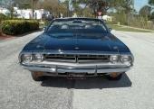 Grillmönstret skiljer sig från 1970. Detta är 1971 Challenger.