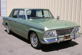 1964 var sista årsmodellen som modellnamnet Lark användes. Här är en Lark Eight Cruiser, som var den exklusivaste versionen av Lark.