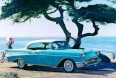 Är det damerna eller GM:s reklambyrå som gillar vatten? Här har vi en 1957 Bel Air Sport Coupe, som vid tillfället var absolut fabriksny!