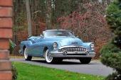 Man kan inte se sig mätt på 1953 Buick Skylark. Bred, låg och aggressiv!