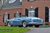1953 Buick Skylark i pampig omgivning, som sig bör med tanke på nypriset på hela $5.000.