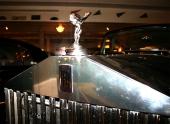 En stämningsbild för att belysa muséets stora samling av ärevördiga Rolls-Royce!
