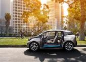 """Mycket praktiskt och rentav nödvändigt med dubbla dörrar utan mittstolpe på en sådan här liten bil. Onekligen har BMW lyckats skapa något som gör skäl för bokstaven """"i""""."""