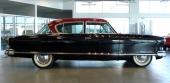 1953 Nash Ambassador Custom 4dr Sedan visade upp strama, eleganta linjer värdig en lyxbil.