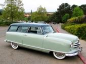 En rentav lyxig liten Nash Custom Wagon av 1952 års modell.