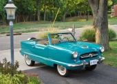 När det stod klart att Nash Rambler var en stor försäljningsframgång, gick man vidare med projektet att skapa en microbil. Det var 1954 som Nash Metropolitan gick i produktion i England på uppdrag av Nash. På bilden en 1954 Metropolitan Convertible.