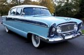 1956 Nash Ambassador Custom 4dr Sedan i all sin glans! De stora nyheterna för märket var 3-färgslackeringar, vanligtvis alltid på ett smakfullt sätt.